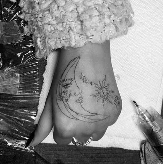 2019 Tattoo Trends - Hand Tattoos - Chosen Art Tattoo - Image Credit Belongs To @girlknewyork